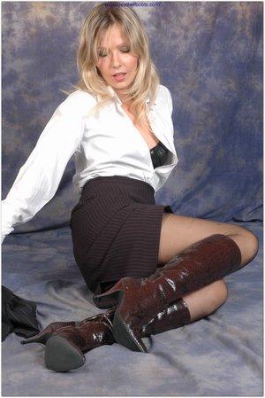 Pretty blonde pantyhose