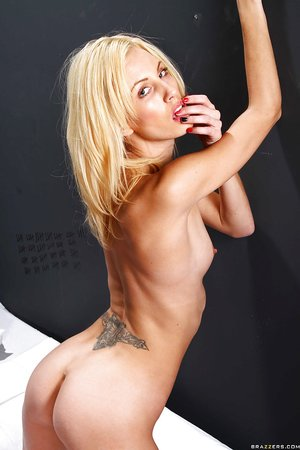 Slim sexy blonde lesbians - XXXonXXX - Pic 12