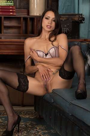 French amateur brunette mom