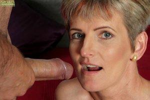 Sexy oral mom