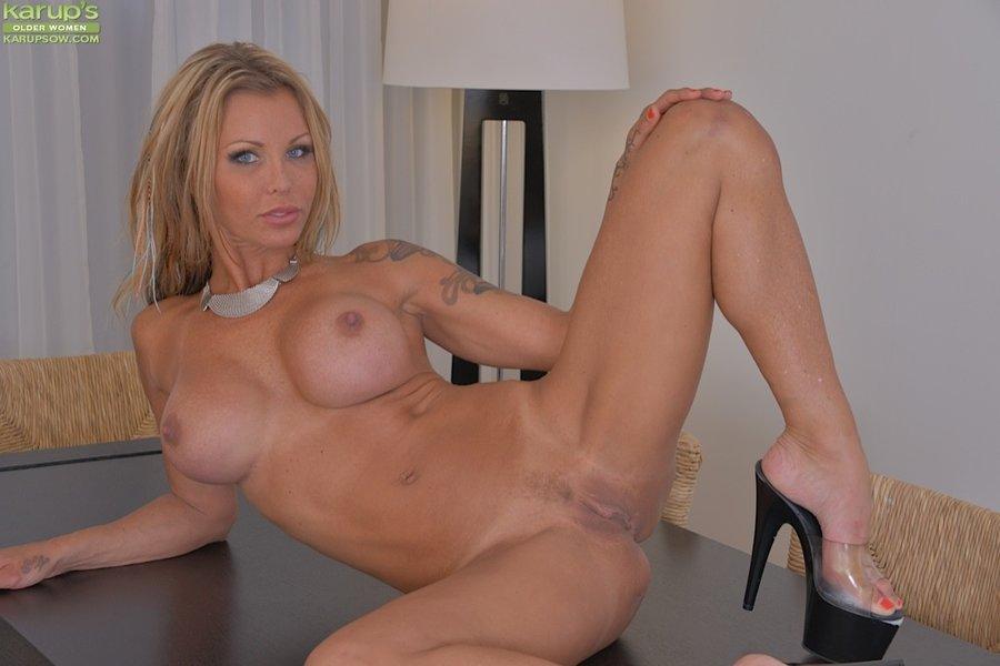 Amina Axelsson Nude
