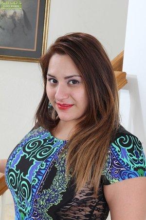 Italian brunette mom