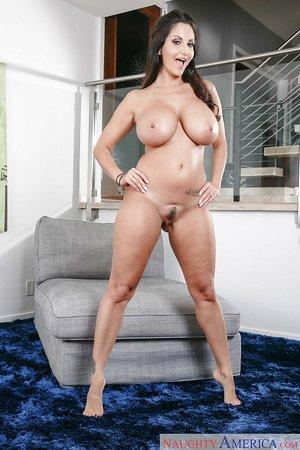 Big booty french mom