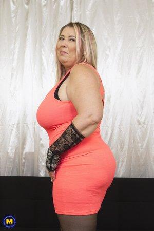 Gorgeous bbw mom