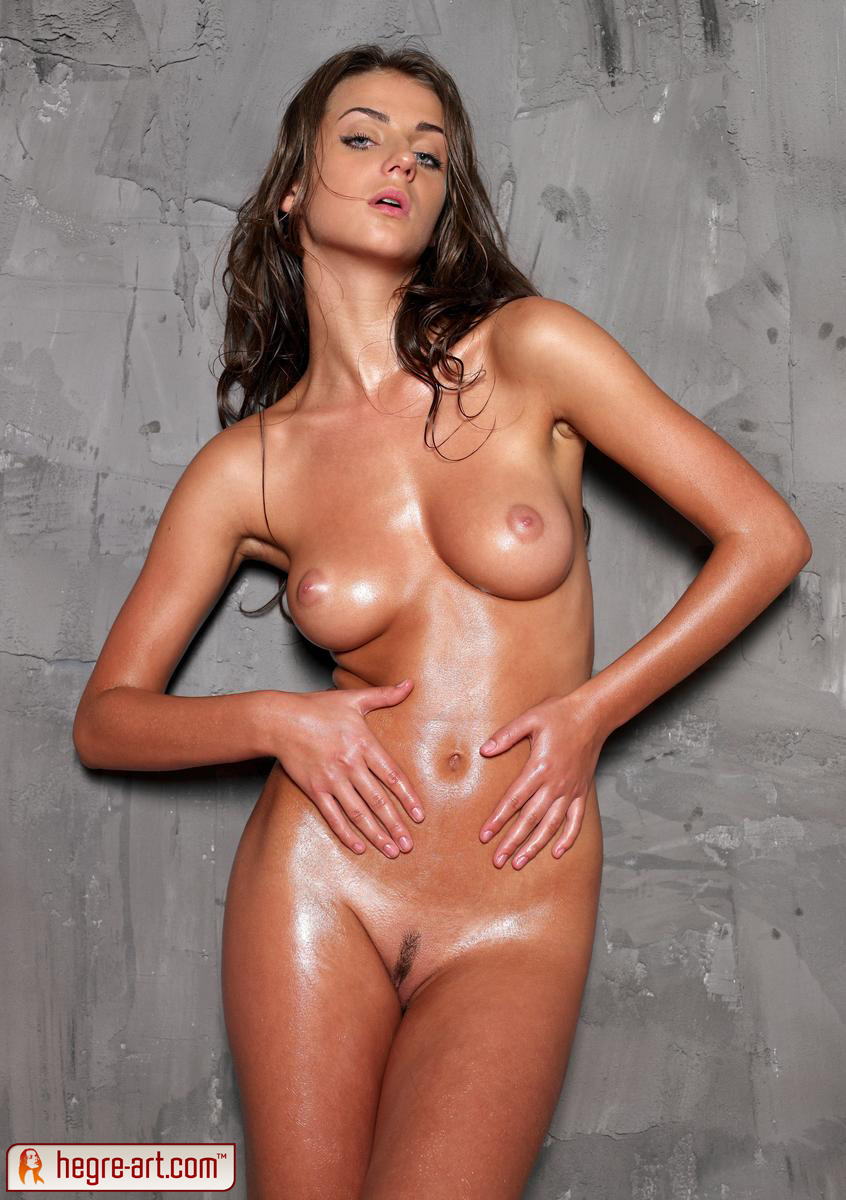 Oiled naked sexy women picture 997