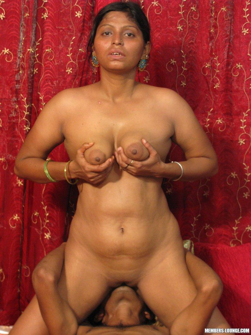 Hot Indian Girls Going Down Enter Indian Sex Lounge