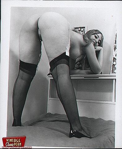 xxx vintage porn hairy vintage voluptuous ladies posing dessert