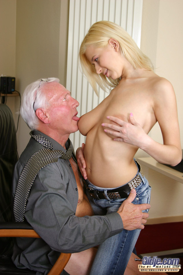 Old Men Fucking Young Girls When She Clean - Xxx Dessert -5826
