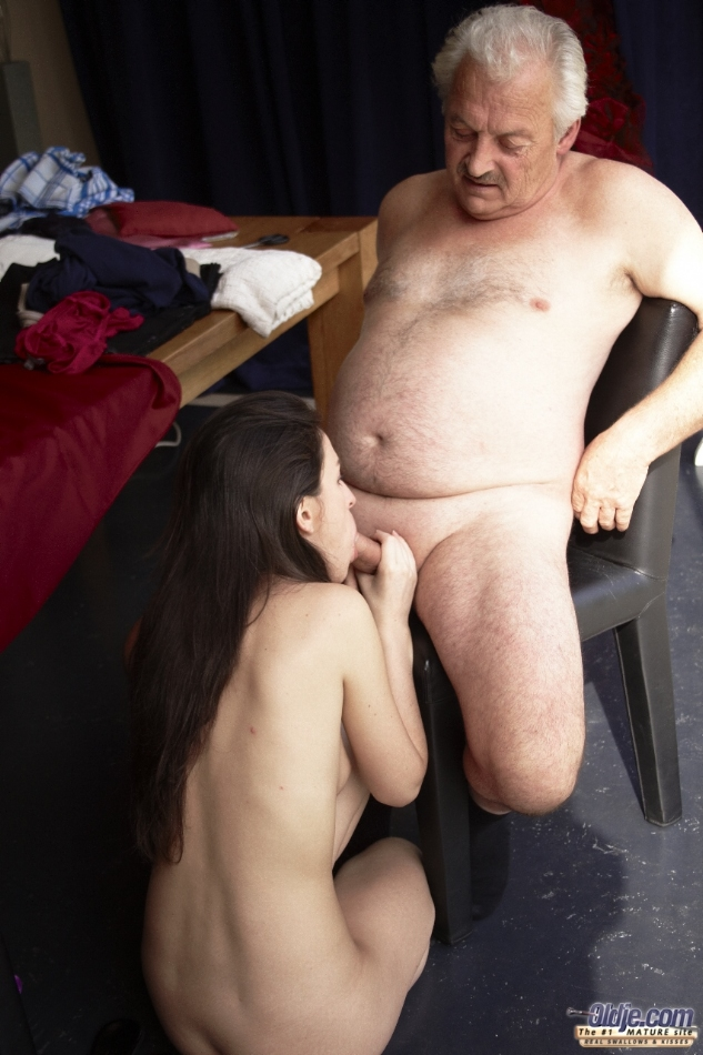 Old Man Young Girl Eat Pussy