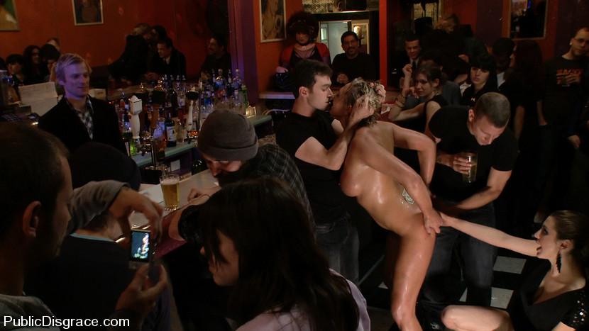 Фото порно в баре