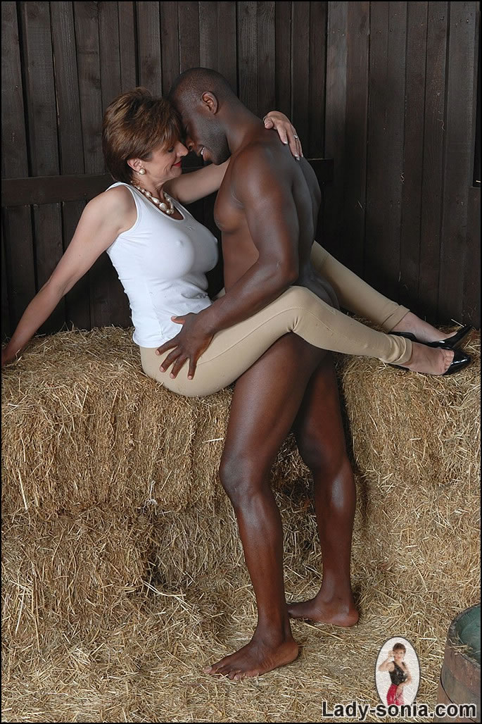 Mature Xxx Milf And Black Stable Boy - Xxx Dessert -2377