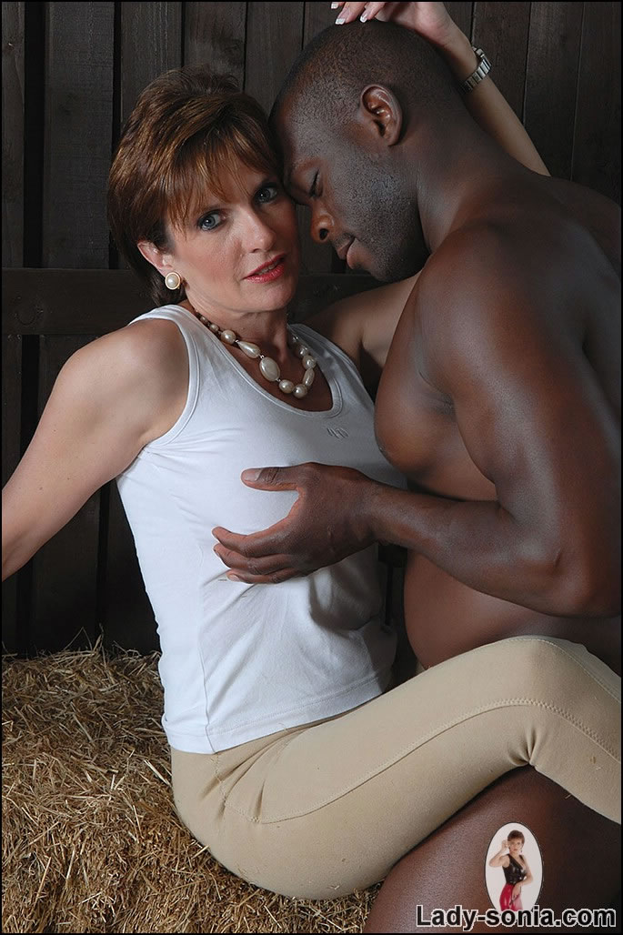 Mature Xxx Milf And Black Stable Boy - Xxx Dessert -2714