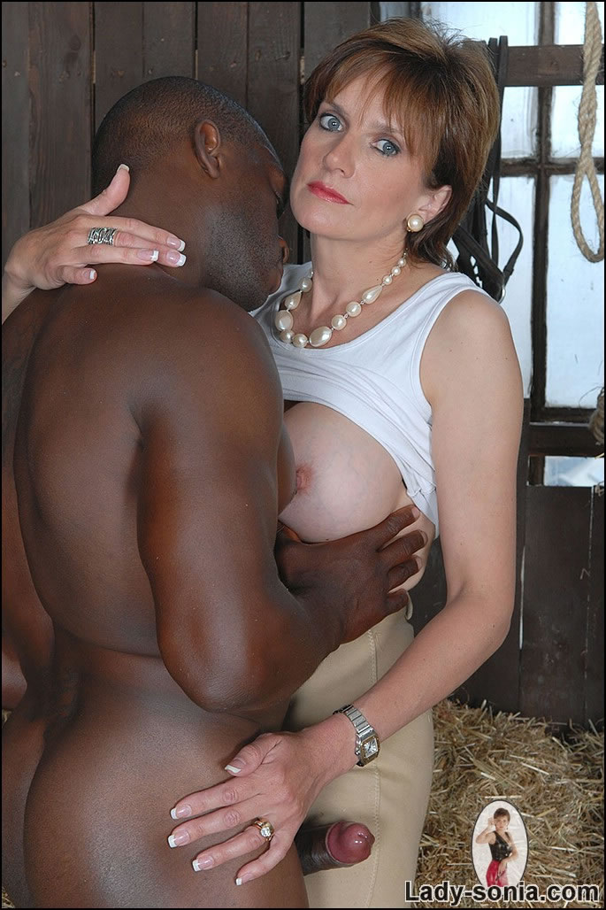 Mature Xxx Milf And Black Stable Boy - Xxx Dessert -4182