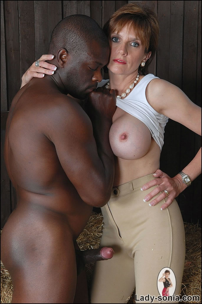 Swinger wife gives hubby sloppy seconds
