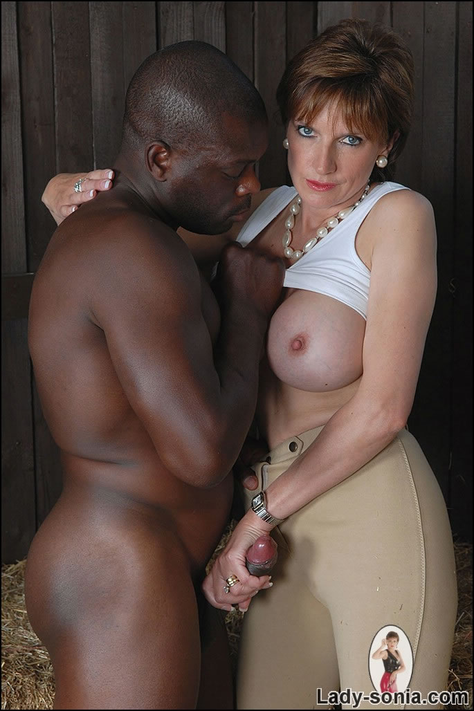 Mature Xxx Milf And Black Stable Boy - Xxx Dessert -5293