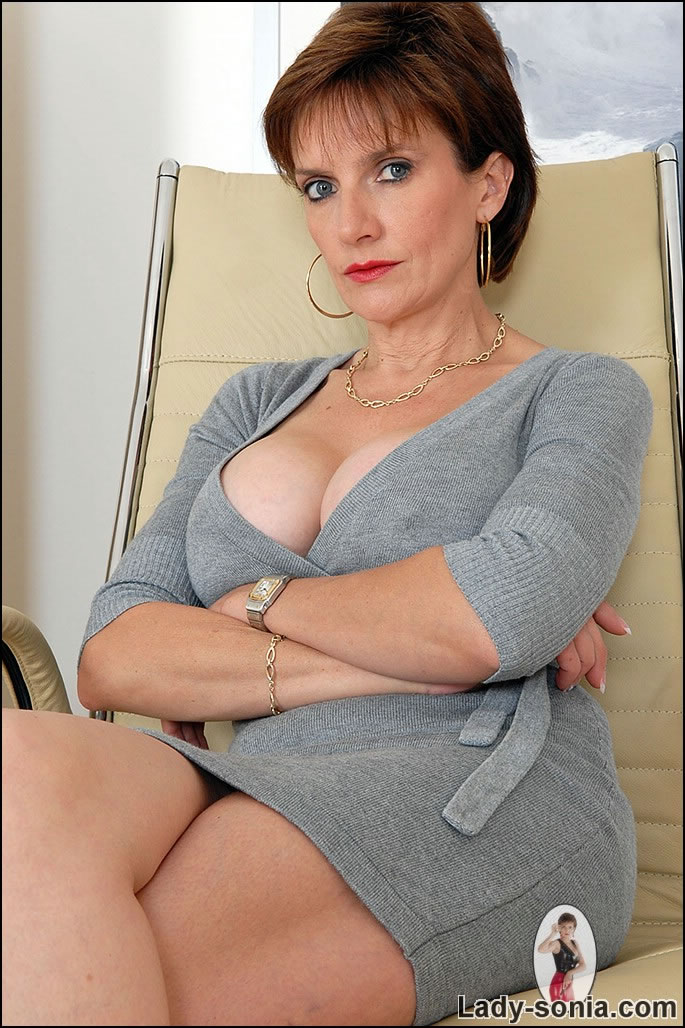 Cleavage mature office