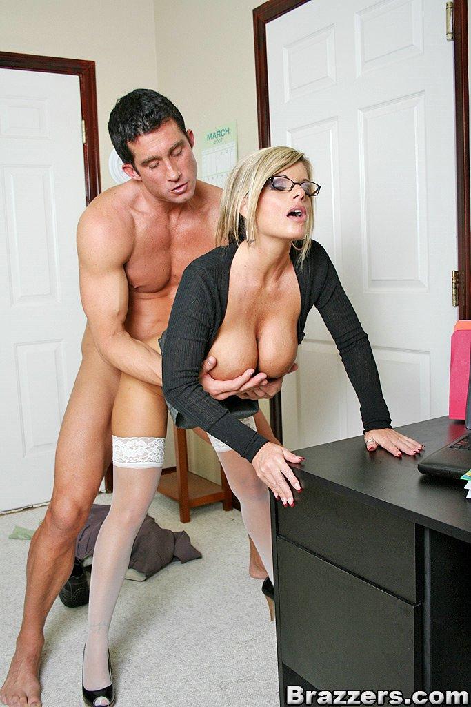 Порно в офисе Секс с секретаршей