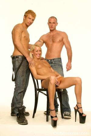 Bi sexual sex. Three Hot People in Bi Fu - XXX Dessert - Picture 2