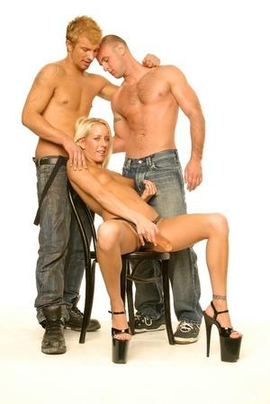 Bi sexual sex. Three Hot People in Bi Fu - XXX Dessert - Picture 3