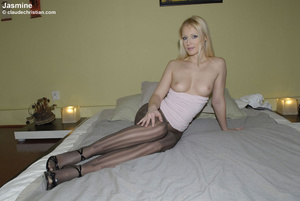 Sexy hot pants. Girls in nylons at home. - XXX Dessert - Picture 1