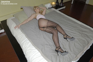 Sexy hot pants. Girls in nylons at home. - XXX Dessert - Picture 3