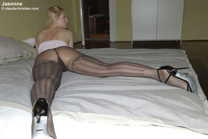 Sexy hot pants. Girls in nylons at home. - XXX Dessert - Picture 6