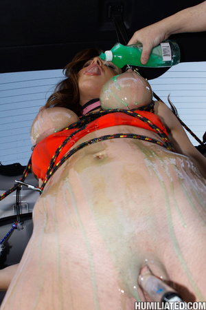 Free squirting. Nasty hoe washing her ca - XXX Dessert - Picture 4