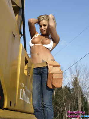 Free blonde porn. Sarah love to stroke a - XXX Dessert - Picture 7