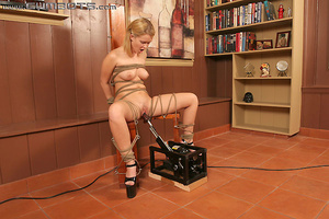 Machines fucking. Sasha Knox. - XXX Dessert - Picture 12