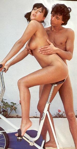 Classic porn. Gymnastic seventies couple - XXX Dessert - Picture 2