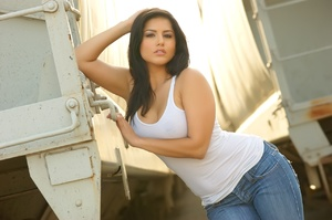India nude girls. Sunny Leone Wallpapers - XXX Dessert - Picture 4