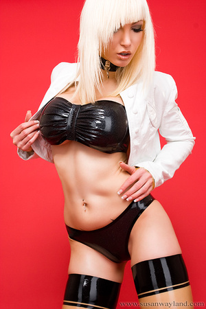 Latex galleries. Dressed to be Sexy. - XXX Dessert - Picture 2