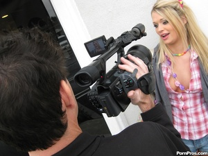 Young teen porn. Beautiful young blonde  - XXX Dessert - Picture 2