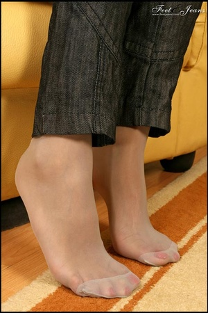 Nice Feet. Brunette with red painted toe - XXX Dessert - Picture 4