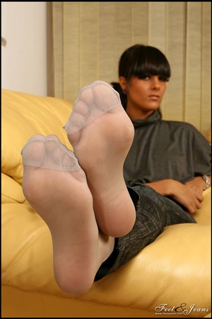 Nice Feet. Brunette with red painted toe - XXX Dessert - Picture 11