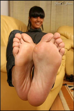Nice Feet. Brunette with red painted toe - XXX Dessert - Picture 14