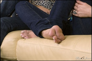 Legs xxx. Two cuties chatting barefoot. - XXX Dessert - Picture 5