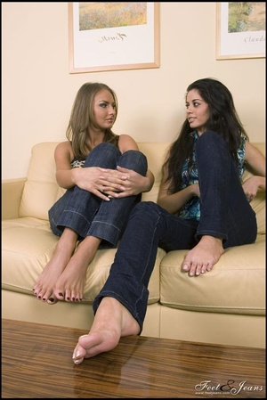 Legs xxx. Two cuties chatting barefoot. - XXX Dessert - Picture 6