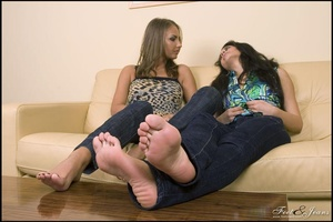 Legs xxx. Two cuties chatting barefoot. - XXX Dessert - Picture 10