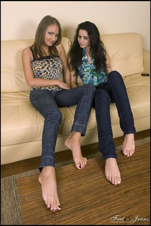 Legs xxx. Two cuties chatting barefoot. - XXX Dessert - Picture 13