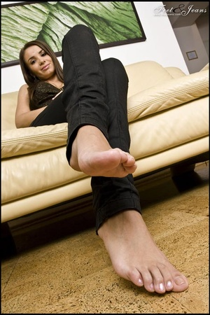 Foot lovers. Alanis' sexy wide soles. - XXX Dessert - Picture 7