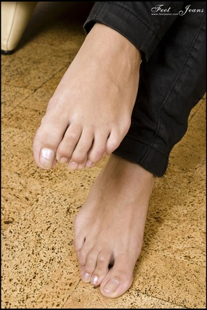 Foot lovers. Alanis' sexy wide soles. - XXX Dessert - Picture 8