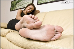 Foot lovers. Alanis' sexy wide soles. - XXX Dessert - Picture 9