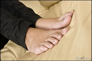 Foot lovers. Alanis' sexy wide soles. - XXX Dessert - Picture 11
