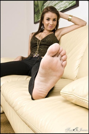 Foot lovers. Alanis' sexy wide soles. - XXX Dessert - Picture 13