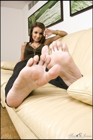 Foot lovers. Alanis' sexy wide soles. - XXX Dessert - Picture 15