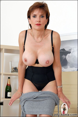 Mature huge tits xxx