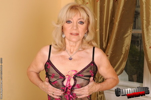 Busty mature wives sex pictures