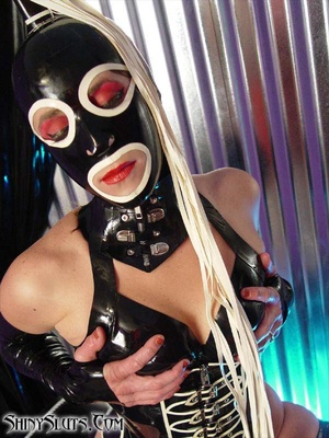 Horny rubber. Freaky Hooded Slut. - XXX Dessert - Picture 2