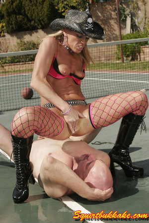 Free squirt. A lucky dude lay down and g - XXX Dessert - Picture 10